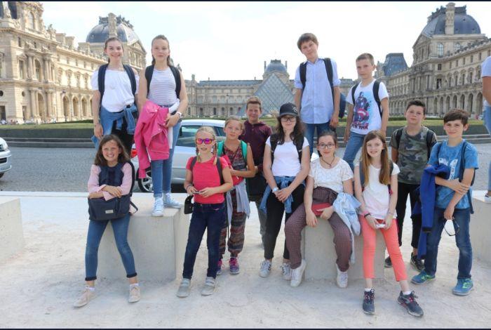 10. Elle est belle la pyramide du Louvre
