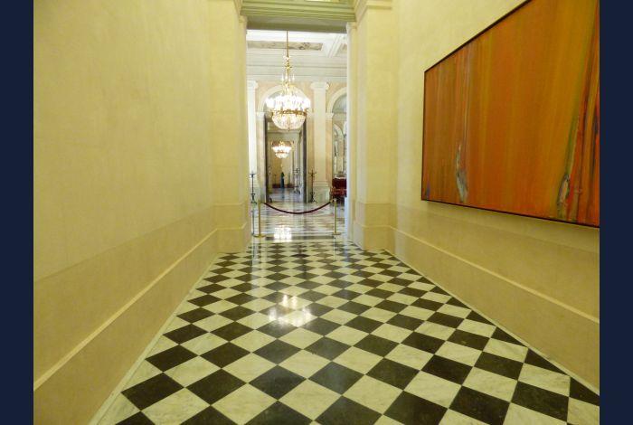 29. Le couloir qui mène aux salon Pujol et Lacroix, que nous ne pouvons visiter ce mardi car réservés aux députés les jours de séance parlementaire...